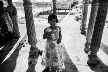 India 28 - black and white portrait of a girl - photographed by Will Falize - friendmade.fm